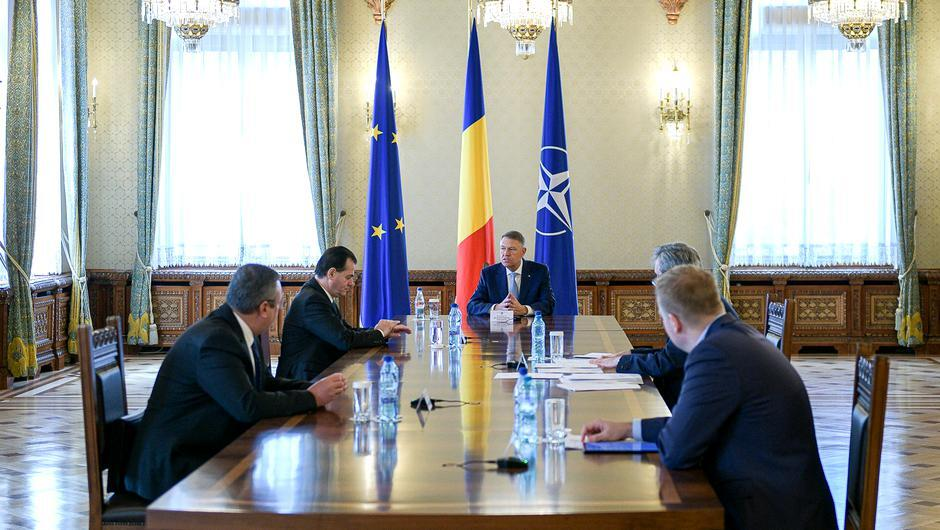 Klaus Iohannis a anunţat restricţiile de circulaţie şi pe timpul zilei. Bătrânii nu mai au voie să iasă deloc. Ordonanţa militară intră în vigoare de miercuri